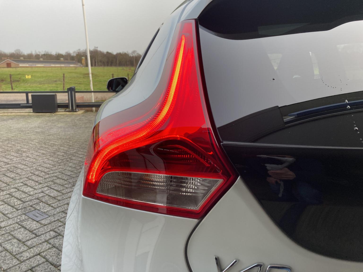 Volvo-V40-14