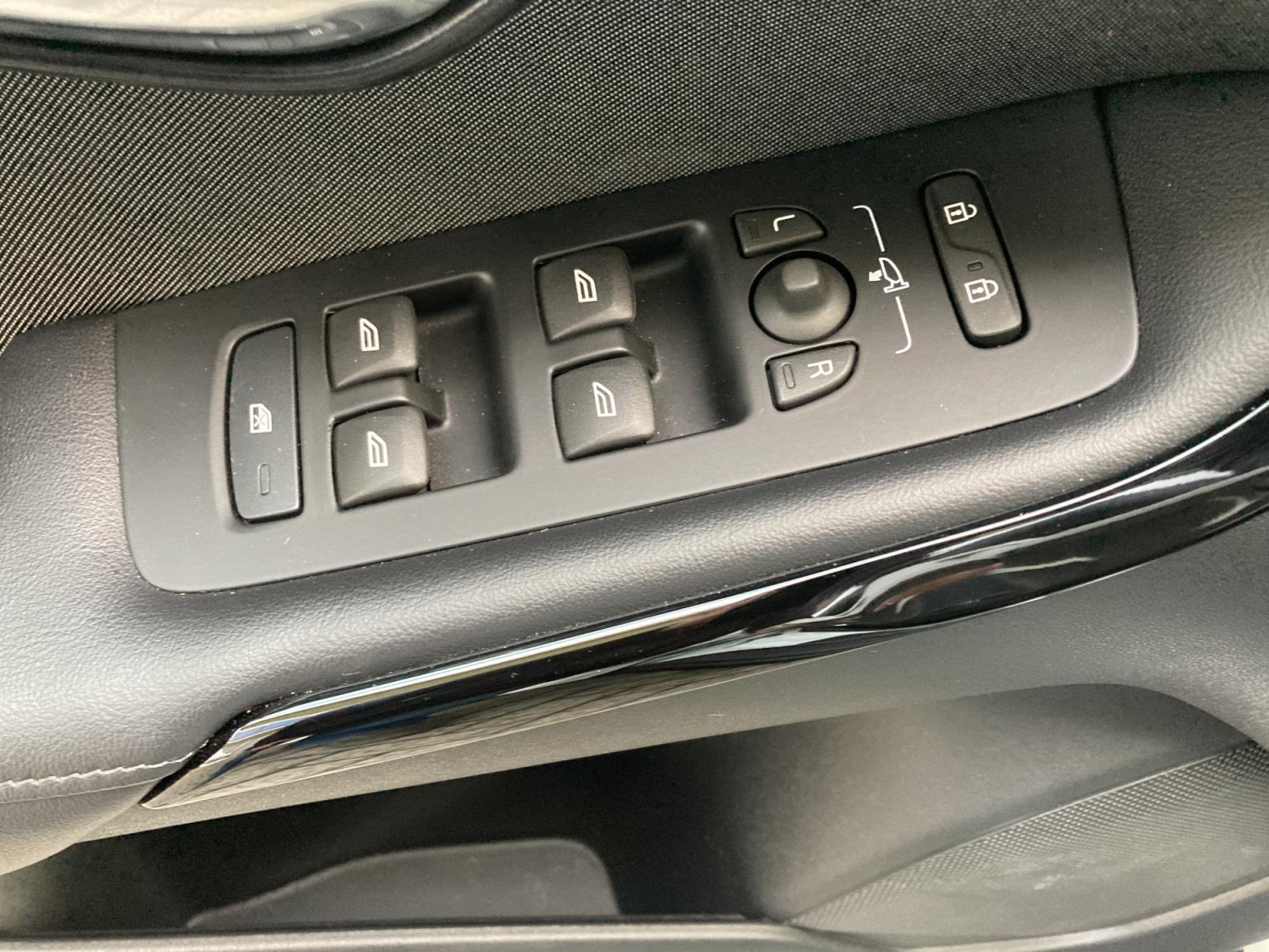 Volvo-V40-30